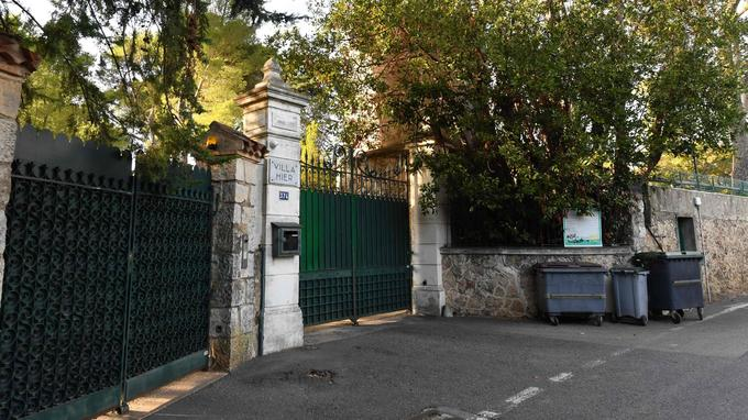 L'une des villas de grand luxe a été revendue depuis, les quatre autres ont été saisies.