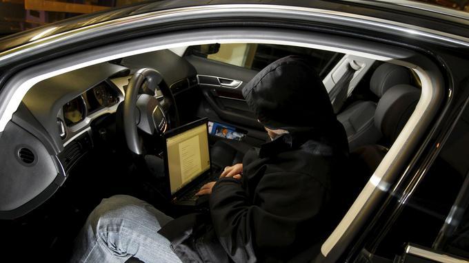 Si la presse se fait volontiers l'écho de la facilité avec laquelle certains voleurs dérobent des voitures avec du matériel acquis sur Internet, il est tout de même de moins en moins aisé de voler un modèle récent.
