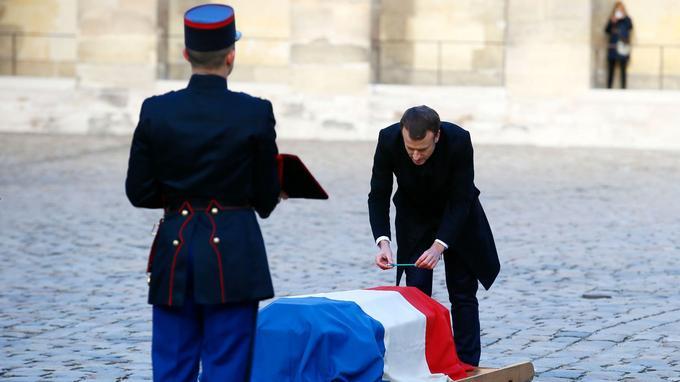 «À l'enterrement de Malraux, on avait mis un chat près du cercueil, à celui de defer=
