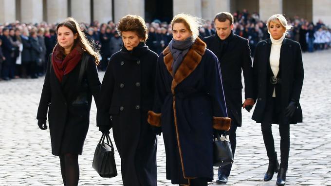 Au centre Francoise Beghin, épouse de Jean d'Ormesson, entourée de sa fille Heloise d'Ormesson et de sa petite-fille, Marie-Sarah Carcassonne.