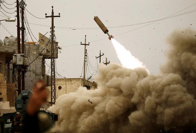 Un missile lancé par les forces irakiennes contre l'EI à Mossoul, le 11 mars 2017.