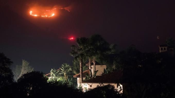 L'incendie «Thomas» se rapproche des habitations à Montecito.