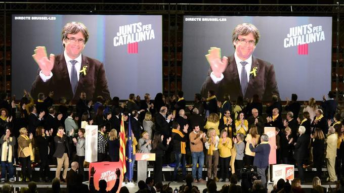 Carles Puigdemont a multiplié les interviews et mené campagne par vidéoconférence.