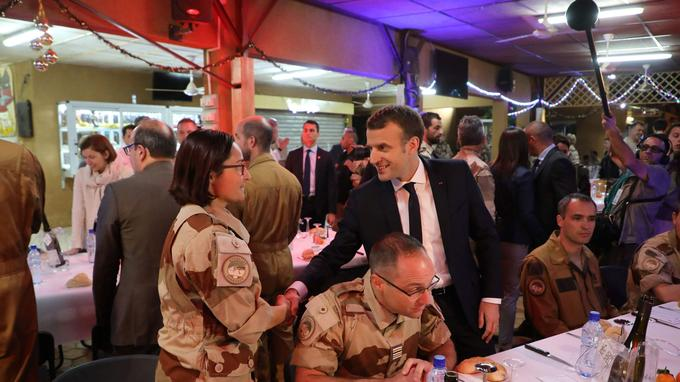 Dans la soirée, le chef de l'État a réveillonné avec les troupes.