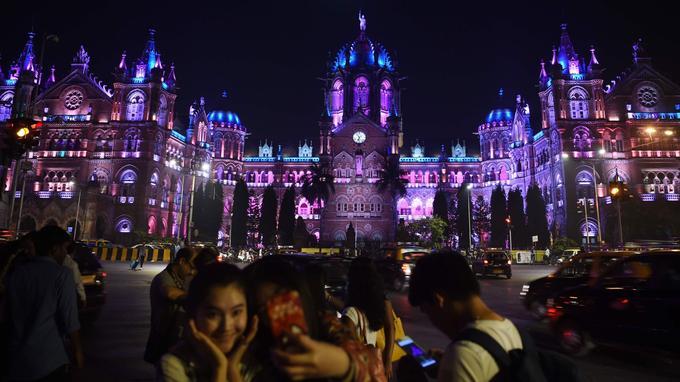 Là, à Bombay.