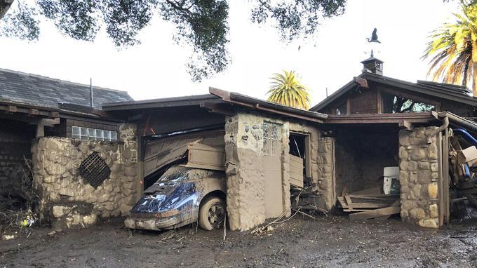 Dans le garage, la Porsche n'a pas survécu à la boue.