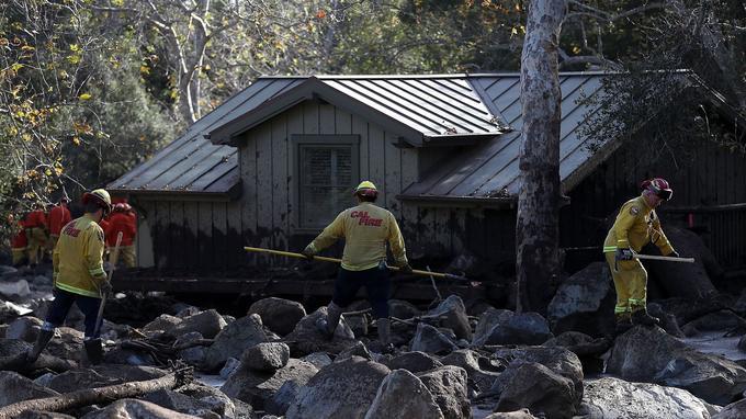 Les pompiers de Californie, «CalFire», s'activent pour retrouver les personnes disparues.