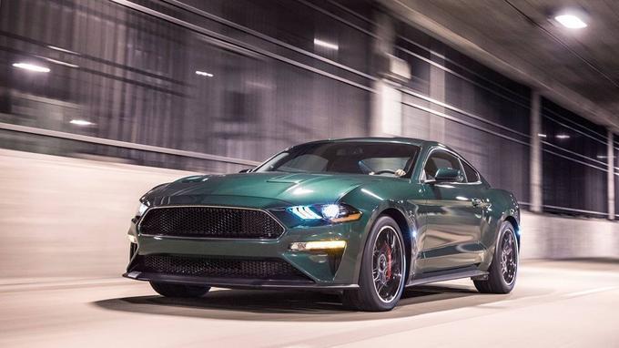 La version 2018 de la célèbre Ford Mustang Bullitt, conduite par Steve McQueen, a été réalisée en hommage au film de Peter Yates.