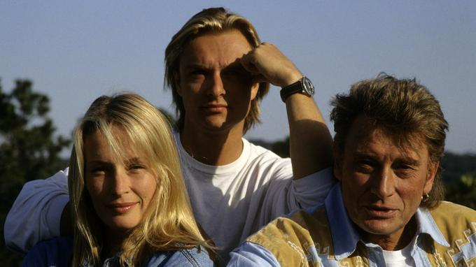 Johnny Hallyday avec son fils David et sa belle-fille Estelle Lefébure à Ramatuelle (1992).