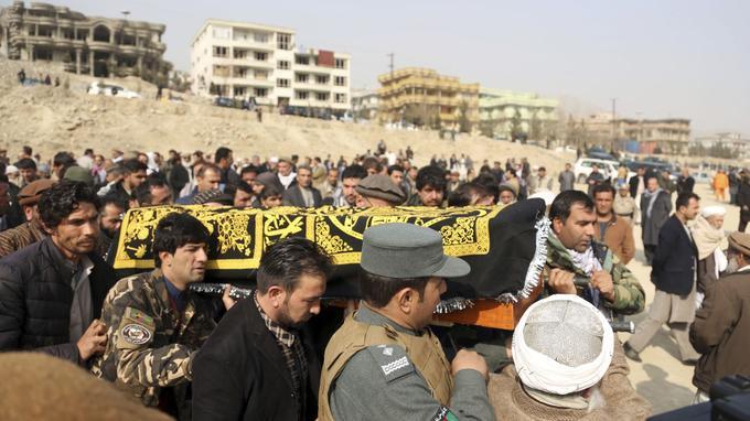 Dimanche matin, le convoi funéraire d'une victime de l'attentat.