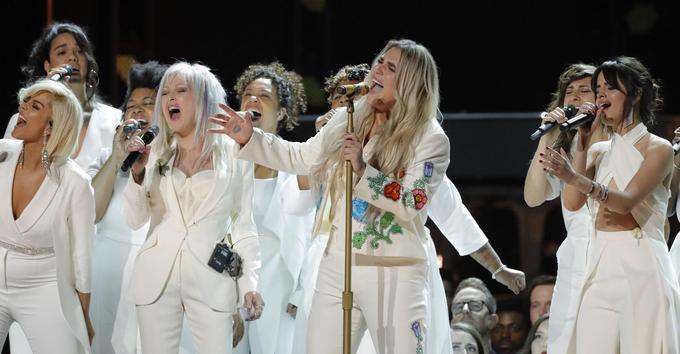 Kesha a interprété avec émotion «Praying» avec Bebe Rexha, Cyndi Lauper et Camila Cabello, certainement devenu lors de la soirée, le nouvelle hymne du mouvement #MeToo.