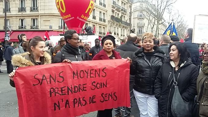 Des aides-soignantes et infirmières de la Seine-Saint-Denis ont fait le déplacement jusque Paris