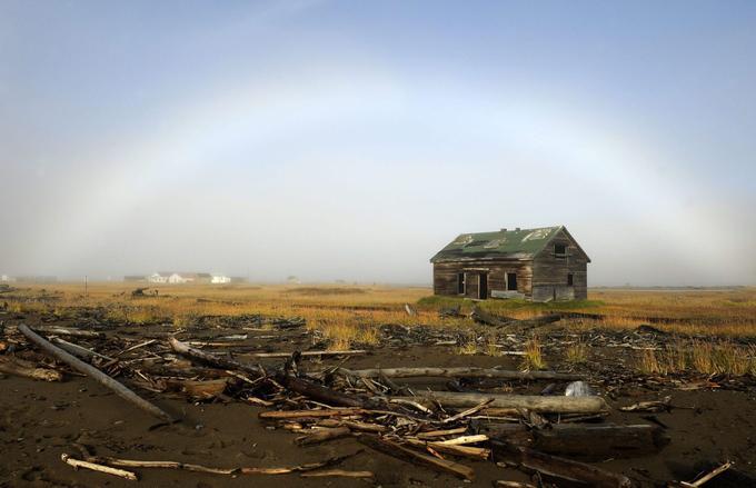 Sur la côte nord du Yukon canadien, en mer de Beaufort, l'île Herschel fut un lieu de passage des migrations des Inuits et une importante base pour les baleiniers.