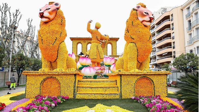 145 tonnes d'agrumes ont été utilisées pour confectionner ces décors colorés.