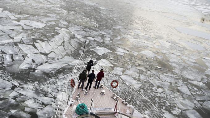 Une rivière gelée à Moscou.