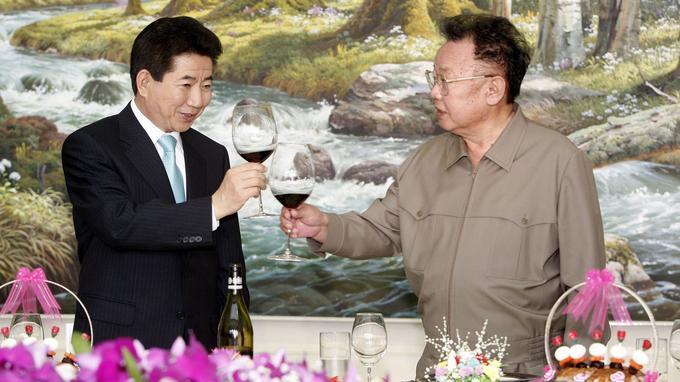 Roh Moo-hyun et Kim Jong-il lors du sommet de 2007 à Pyongyang.