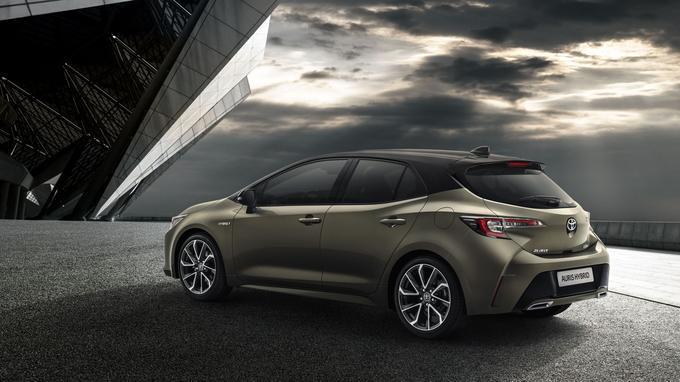 Le style est plus nerveux, le moteur hybride essence-électricité aussi avec une puissance portée à 180 ch.