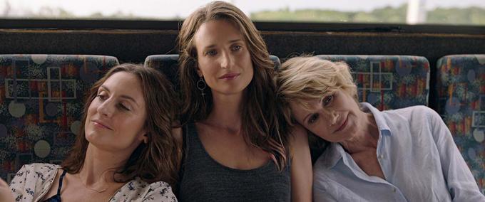 Camille Chamoux, Camille Cottin et Miou-Miou dans le film «Larguées».