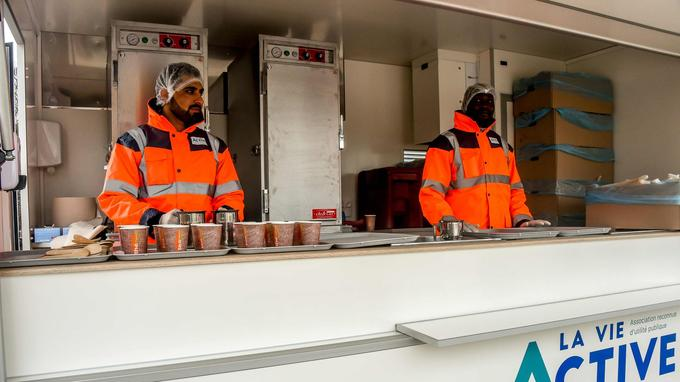 «Si les repas continuent à être boycottés, on ne va pas priver les gens de nourriture et on s'organisera pour répondre aux besoins», affirme Gaël Manzi, de l'association Utopia 56.