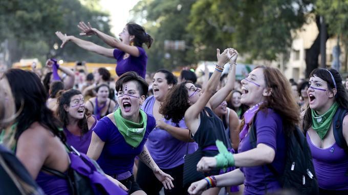 Les féministes argentines se sont réunies en masse à l'occasion de la journée internationale des femmes le 8 mars.