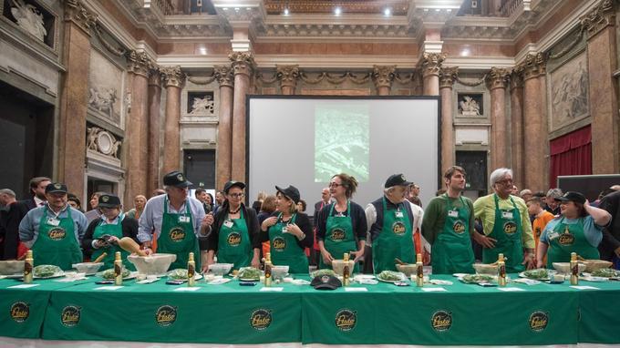 Les finalistes de la compétition au Palazzo Ducale, à Gênes. Le titre a été emporté par Emiliano Pescarolo, un Milanais de 39 ans (3e en partant de la droite).