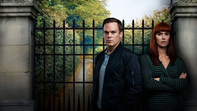 «Safe» se déroule dans un lotissement sécurisé anglais où chaque habitant dissimule bien des secrets.