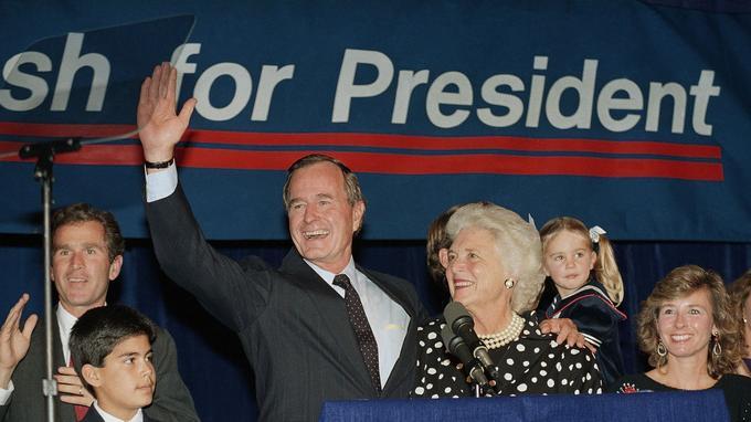 Surnommé «Bush 41» par ses compatriotes, pour mieux le différencier de son fils, George H. W. Bush reste le président d'un seul mandat.