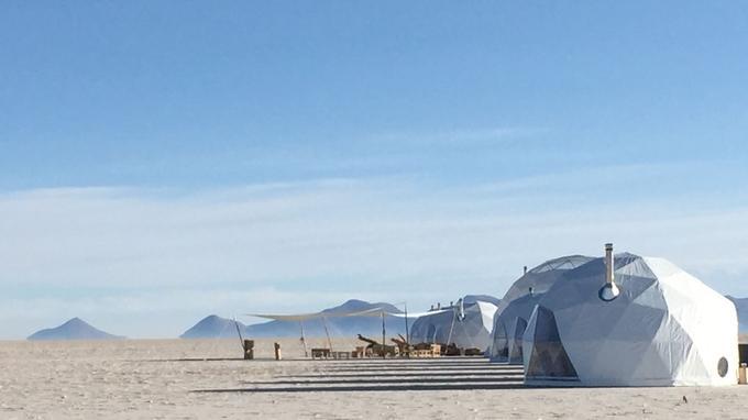 Le grand confort au bout du monde, mais surtout sans abîmer la nature, voilà l'idée de ces dômes futuristes qui invitent une clientèle ultraexigeante à séjourner par exemple au cœur des Andes boliviennes.