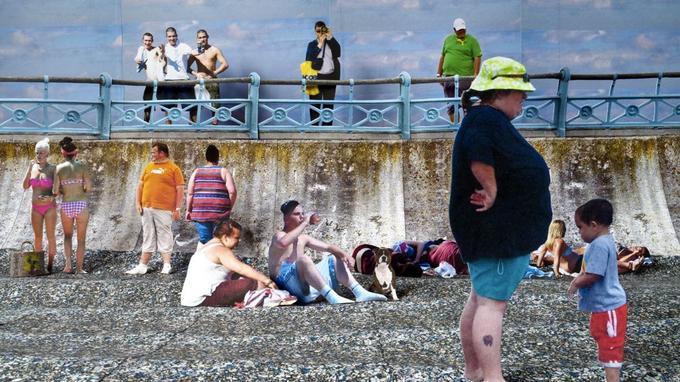 «At The Beach. Seafront» du Britannique Mark Page, né en 1967. Ou «comment faire des dioramas en restant chez soi devant la TV, en prenant des photos trouvées sur le Web». Une expo choc du nouveau Musée Photo de Lianzhou, Chine.