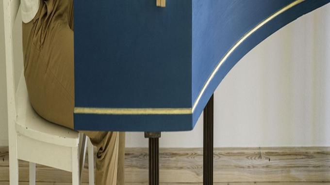 Finlandaise, Elina Brotherus met son corps en jeu dans l'image, comme pour sa Carte blanche PMU au Centre Pompidou en 2017.
