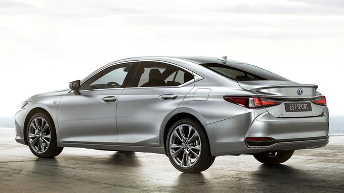 La Lexus ES 300 hérite de la quatrième génération du système hybride inauguré sur la Toyota Prius il y a plus de vingt ans.