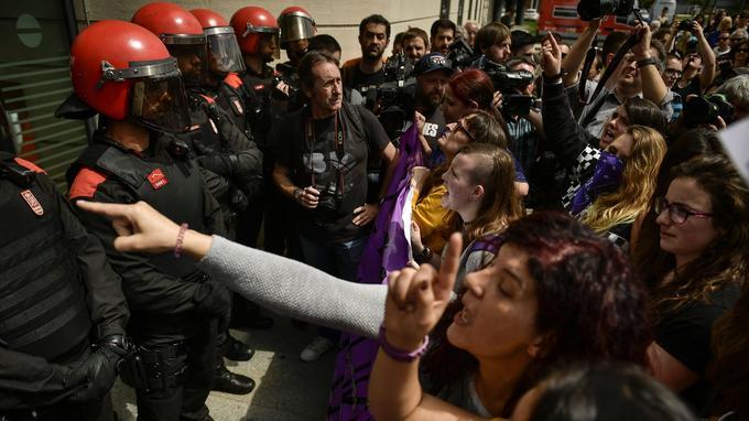 Des milliers de personnes ont manifesté devant le tribunal de Pampelune pour exprimer leur colère.
