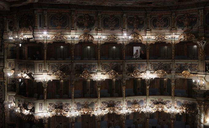 Le théâtre XVIIIe, dont la décoration est entièrement composée en bois et en toiles peintes, est classé à l'inventaire du Patrimoine mondial depuis 2012.