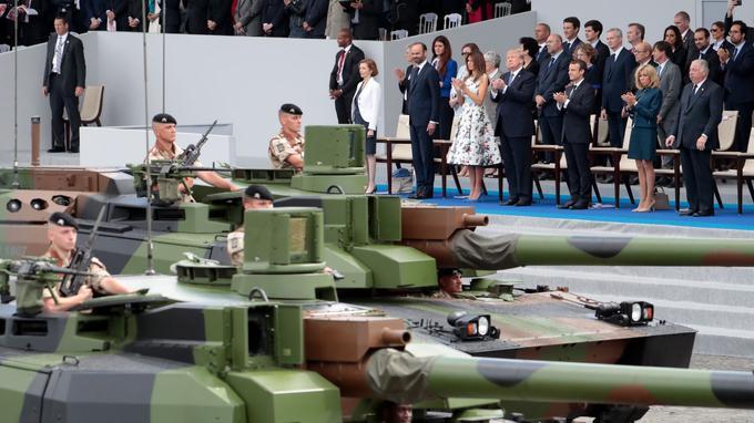 Donald Trump assiste au défilé militaire du 14 juillet sur invitation d'Emmanuel Macron.