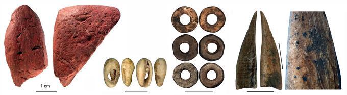 Plusieurs objets témoignent de pratiques culturelles et techniques complexes.