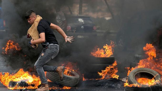 Manifestant palestinien à Naplouse, en Cisjordanie.