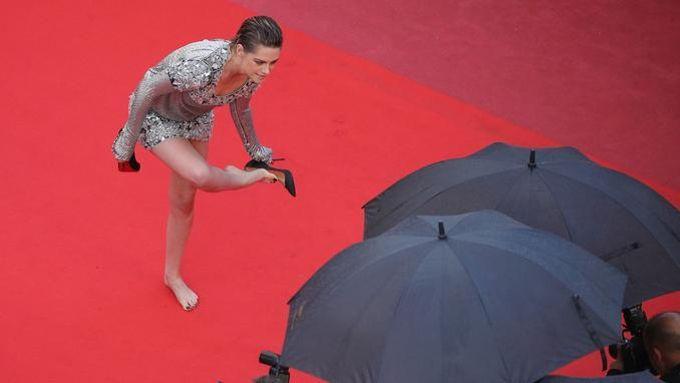 L'actrice américaine Kristen Stewart, trempée par la pluie avant la première de «BlacKkKlansman» de Spike Lee.