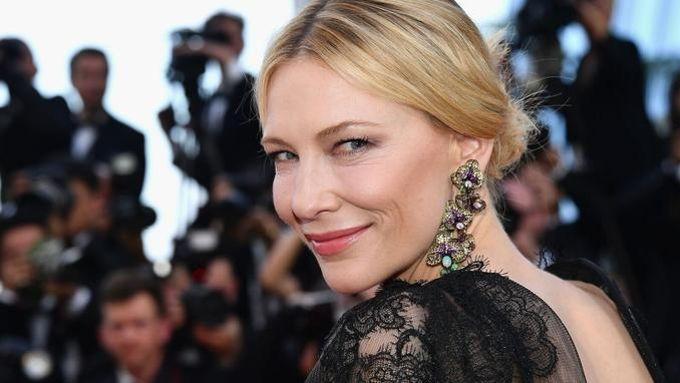 Cate Blanchett, présidente du jury de la 71e édition du Festival de Cannes, lors de la première montée des marches mardi 8 mai.