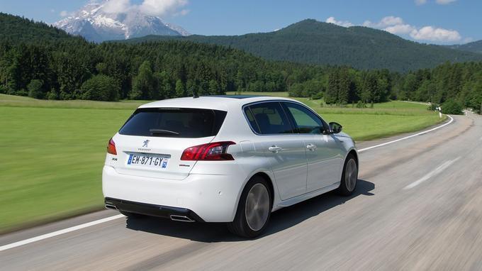 Face à l'indéboulonnable Golf, la 308 se révèle mieux suspendue, plus originale et plus plaisante à conduire.