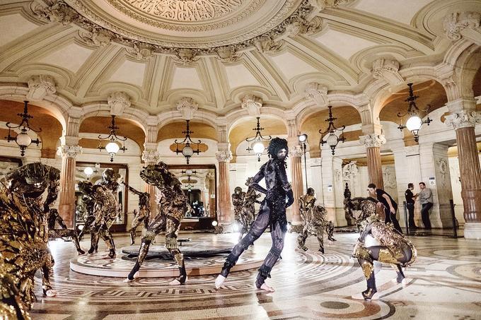 Lors de la répétition de «Frôlons», chorégraphie de James Thierrée au Palais Garnier.