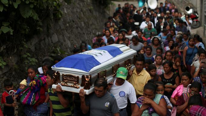 Les funérailles d'un jeune de vingt ans, le 6 juin.