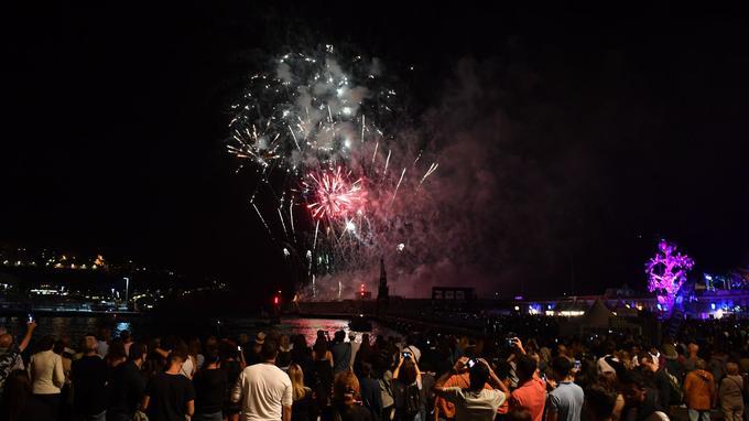 Premier feu d'artifice à l'occasion de la Fête du Port.