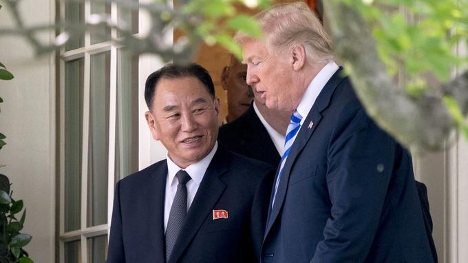 Le 1er juin, Donald Trump avait rencontré Kim Yong Chol, l'un des plus proches collaborateurs de Kim Jong-un. Trump avait annoncé qu'il était finalement à nouveau prêt à rencontrer Kim Jong-un, suite à cette discussion.