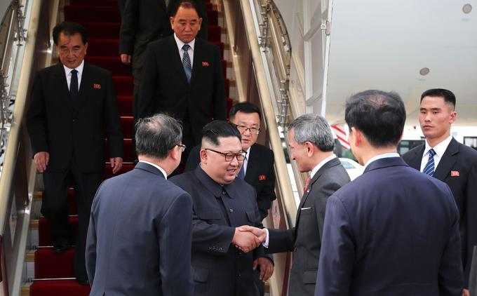 Kim Jong-un est arrivé à Singapour ce dimanche matin. Il a été accueilli par le ministre singapourien des Affaires étrangères, Vivian Balakrishnan.