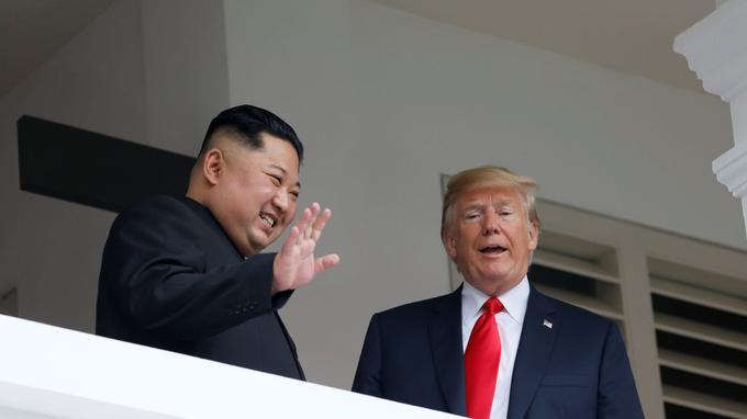 À l'issue de leur tête-à-tête d'environ 45 minutes, le président américain a fait part de son optimisme sur les discussions en cours, assurant qu'elles se passaient «très, très bien».