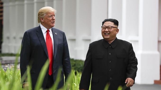 «C'était vraiment une rencontre fantastique» qui s'est déroulée «mieux que quiconque aurait pu imaginer», a lancé Donald Trump à la presse à l'issue d'un déjeuner de travail avec le dirigeant nord-coréen.