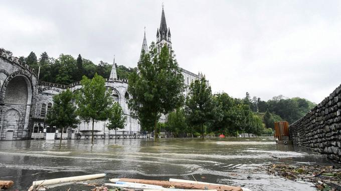 Le sanctuaire de Lourdes a été inondé.