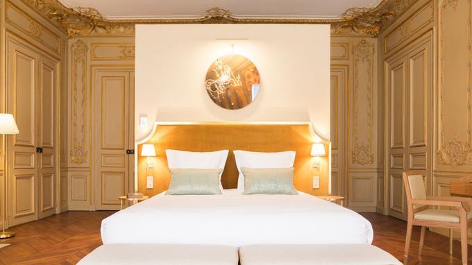 Chambre 303 à l'hôtel Sommier, dorures et volupté