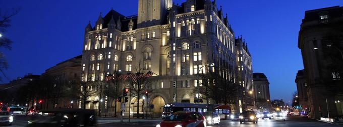Le président Donald Trump pourrait avoir bénéficié illégalement de paiements d'officiels étrangers via son hôtel dans la capitale américaine.