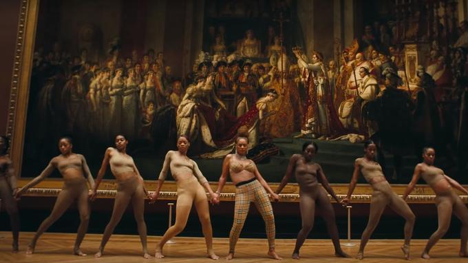 Beyoncé devant «Le Sacre de Napoléon».